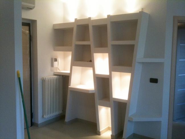 Costruzioni in cartongesso libreria e controsoffitto for Mensole curve